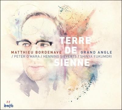 Matthieu Bordenave GRAND ANGLE - Terre De Sienne
