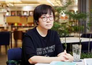 """윤이형 """"독서, 편협한 세계를 깨뜨리는 일"""""""