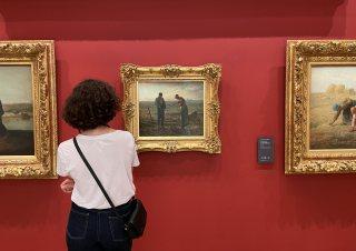 미술관에서 작품 감상하기 전, 엽서 한 장 사보세요