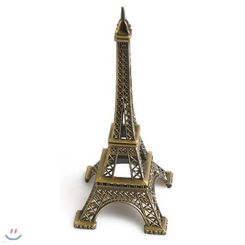책상위에 작은 에펠타워