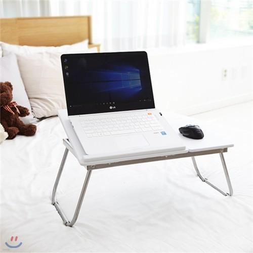 화이트 노트북 테이블