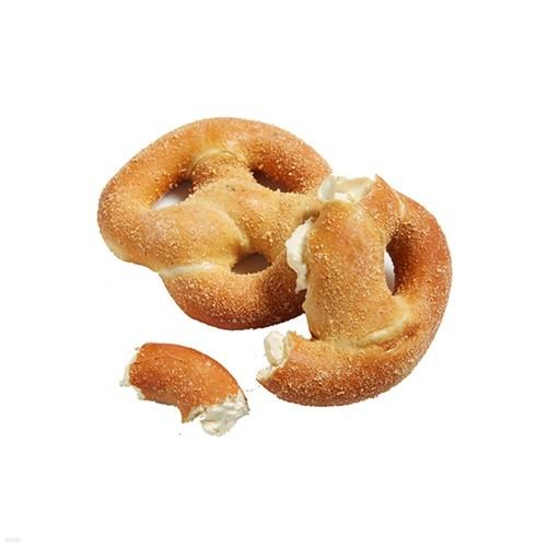 크림치즈 프렛즐 1봉 + 치킨샌드위치 2EA