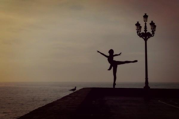dancer-1489686_1920.jpg