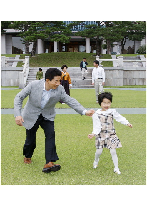153쪽 2007년 9월 13일 청와대 본관 앞 대정원.jpg
