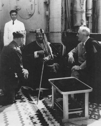 루즈벨트와 이븐사우드 사우디 국왕 - 복사본.jpg