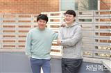 http://image.yes24.com/images/chyes24/1/_/ /캡/1_ 캡션_ (왼쪽부터) 이재익, 김훈종 PD.jpg