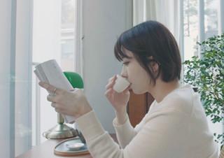 차가운 도시의 뉴스 앵커인 그녀가 차를 마시게 된 이유 | YES24 채널예스