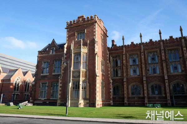 p.305-3_queen's university.jpg