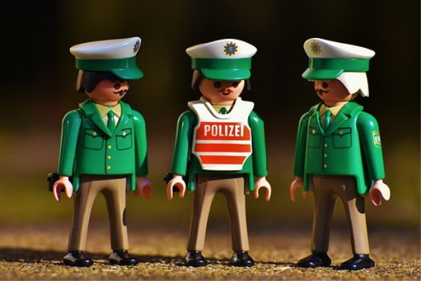 Old-Green-Figures-Playmobil-Funny-Police-Officers-2080246.jpg