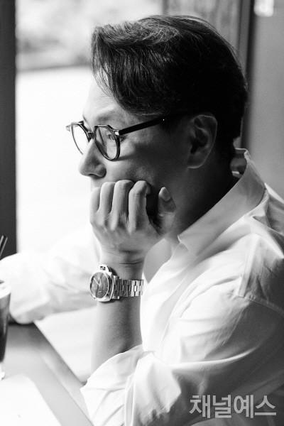 윤종신-셀렉-4컷-(1).jpg