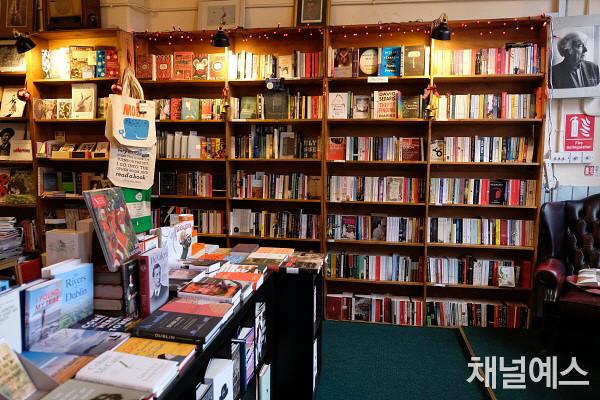 p.178_1_bookshop2.jpg