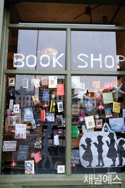p.178_2_bookshop1.jpg