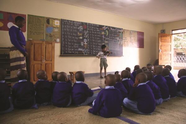 일곱살_탄자니아 몬테소리 센터에서.jpg