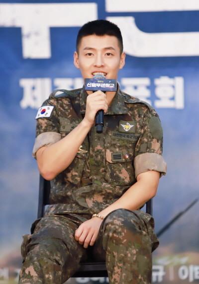 [신흥무관학교] 강하늘2 (제공.쇼노트, 육군).jpg