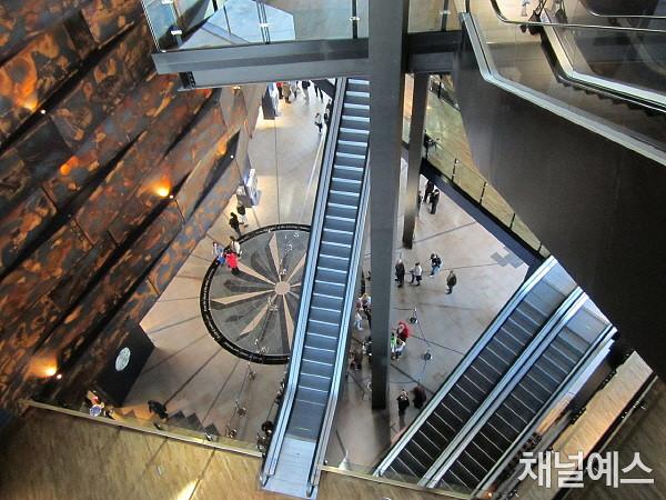 p.307_3_titanic museum3.jpg