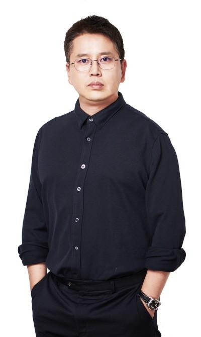 홍승훈 저자 프로필 1.jpg