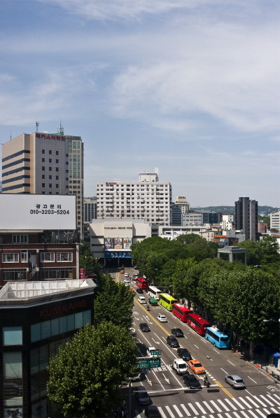 삼일대로 위에 서 있는 낙원빌딩.jpg
