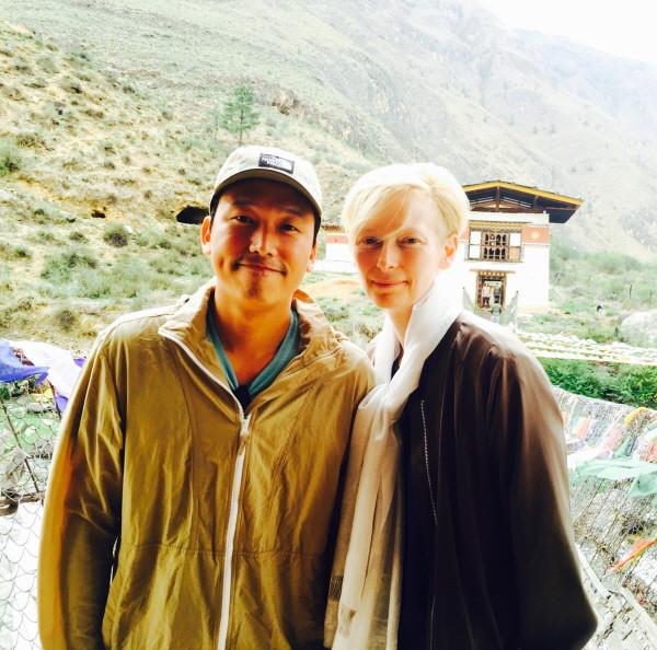 부탄에서 영화배우 틸다 스윈튼과 함께 찍은 사진.JPG