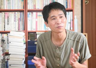 박성우 시인, '유쾌한 쓸쓸함'을 즐기는 사람 | YES24 채널예스