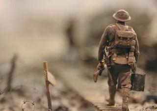 [윤덕원 칼럼] 소총으로 무장한 병사들이 이길 수도 있을 거야 (Feat. Alexander23)  | YES24 채널예스