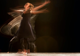 [나도, 에세이스트] 12월 대상 - 나는 무려 춤추는 엄마다 | YES24 채널예스