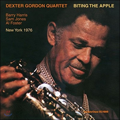 Dexter Gordon Quartet (덱스터 고든 쿼텟) - Biting The Apple [LP]