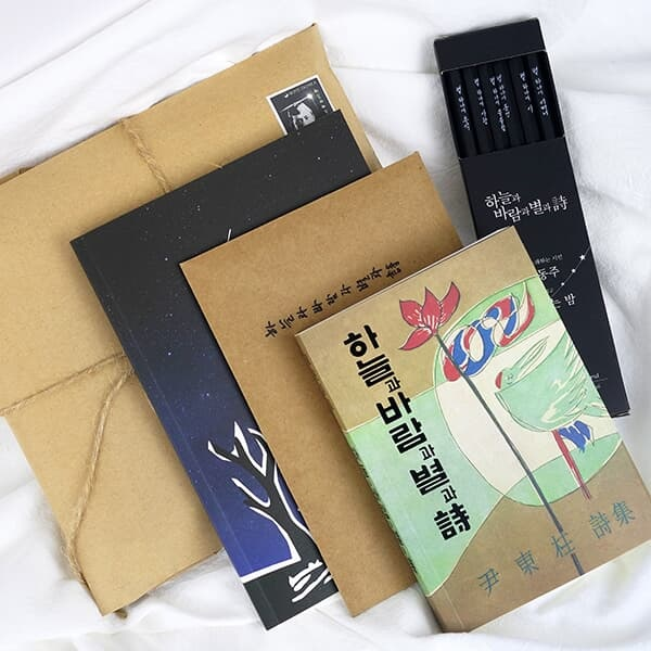 [메탈스티커 GIFT] YES24 단독판매 50%할인+무료배송 동주의 서신 (초판본 미니북+별헤는밤 연필세트+육필원고 엽서세트+필사노트)