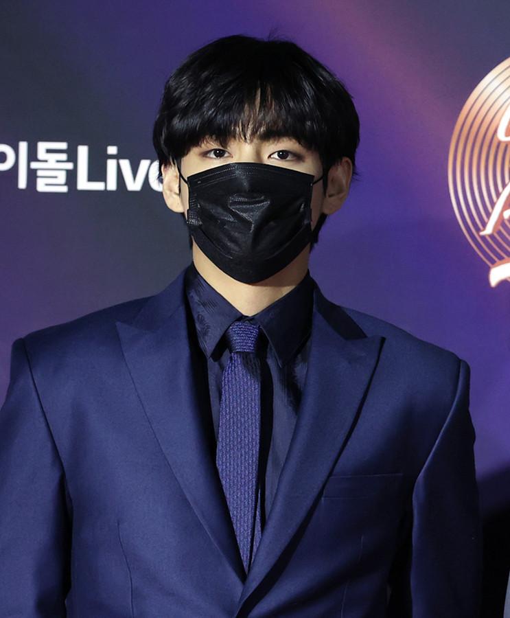 방탄소년단 뷔, 마스크 써도 우월한 비주얼
