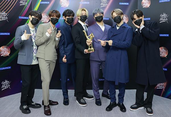방탄소년단, '디올' 의상 입고 골든디스크 어워즈 음반 부문 대상