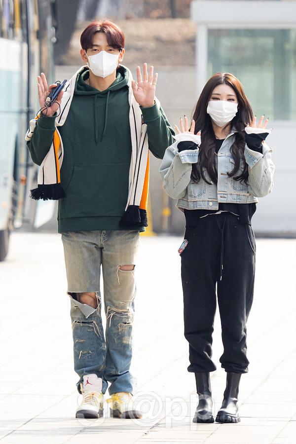 비-청하, 신곡 홍보 출근길 '바람직한 키차이'
